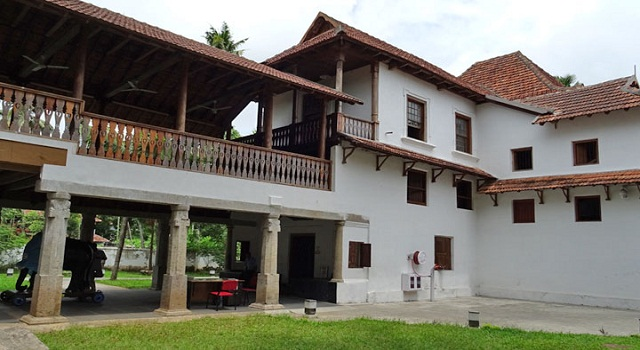 Paliam Kovilakam & Nalukettu Museum