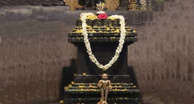 ಬೃಂದಾವನಕ್ಕೆ ಪಂಚಾಮೃತ ಅಭಿಷೇಕ / Panchamrita Abhisheka to Brindavana